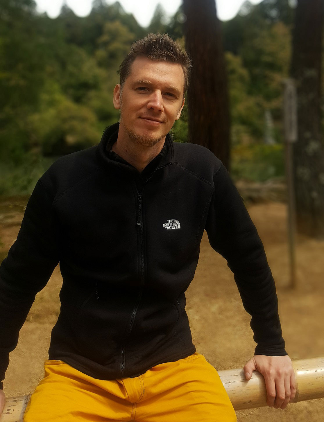 An image of Daniel, an experienced emotional release coach with over 15 years of meditation experience. He is specialising in emotional release counselling & emotional integration therapy.